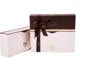 Деревянный подарочный набор конфет в фирменном чехле - фото 1