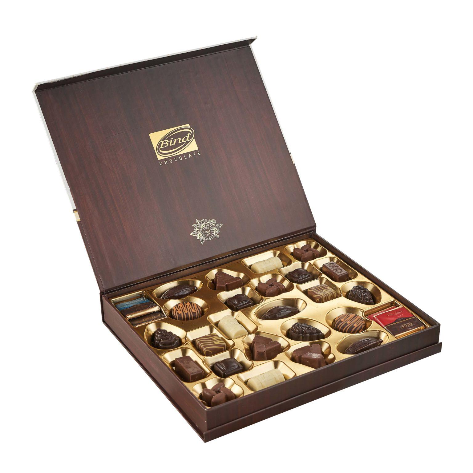 Деревянный подарочный набор конфет в фирменном чехле