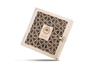 Деревянная подарочная коробка с финиками - фото 1