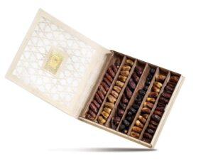 Деревянная подарочная коробка с финиками